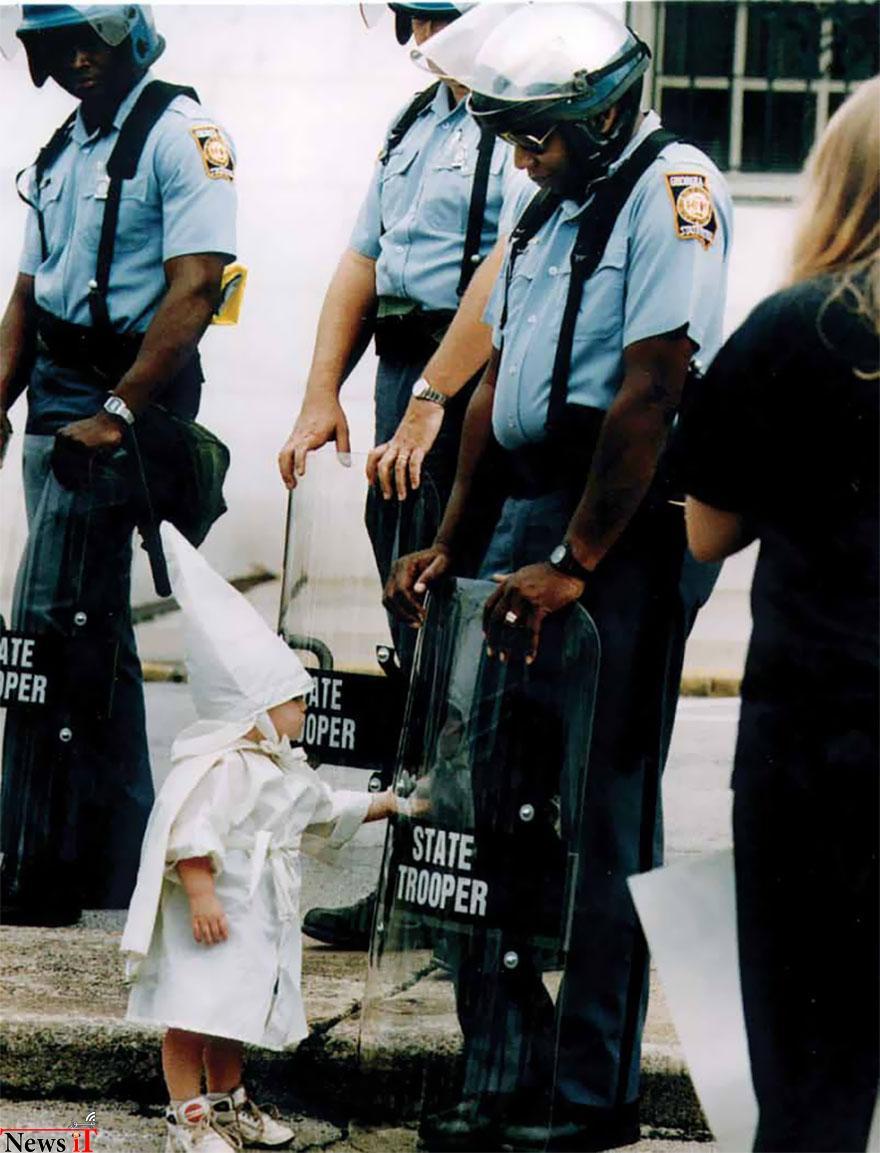 لحظات از صلح در، تظاهرات، 13