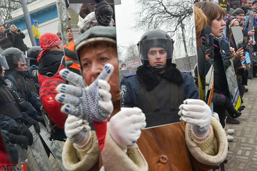 لحظات از صلح در، تظاهرات، 14