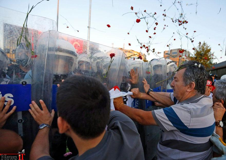 لحظات از صلح در، تظاهرات، 15