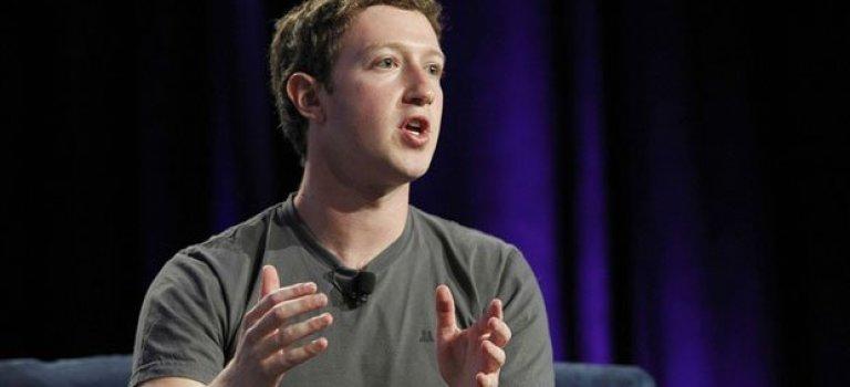 چرا موسس فیس بوک همیشه یک تی شرت خاکستری به تن دارد ؟!